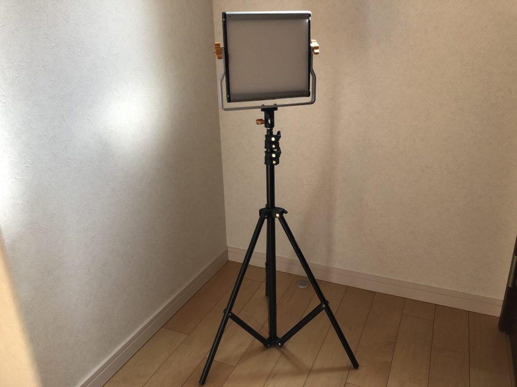 NEEWER 480 LEDビデオライト 三脚設置
