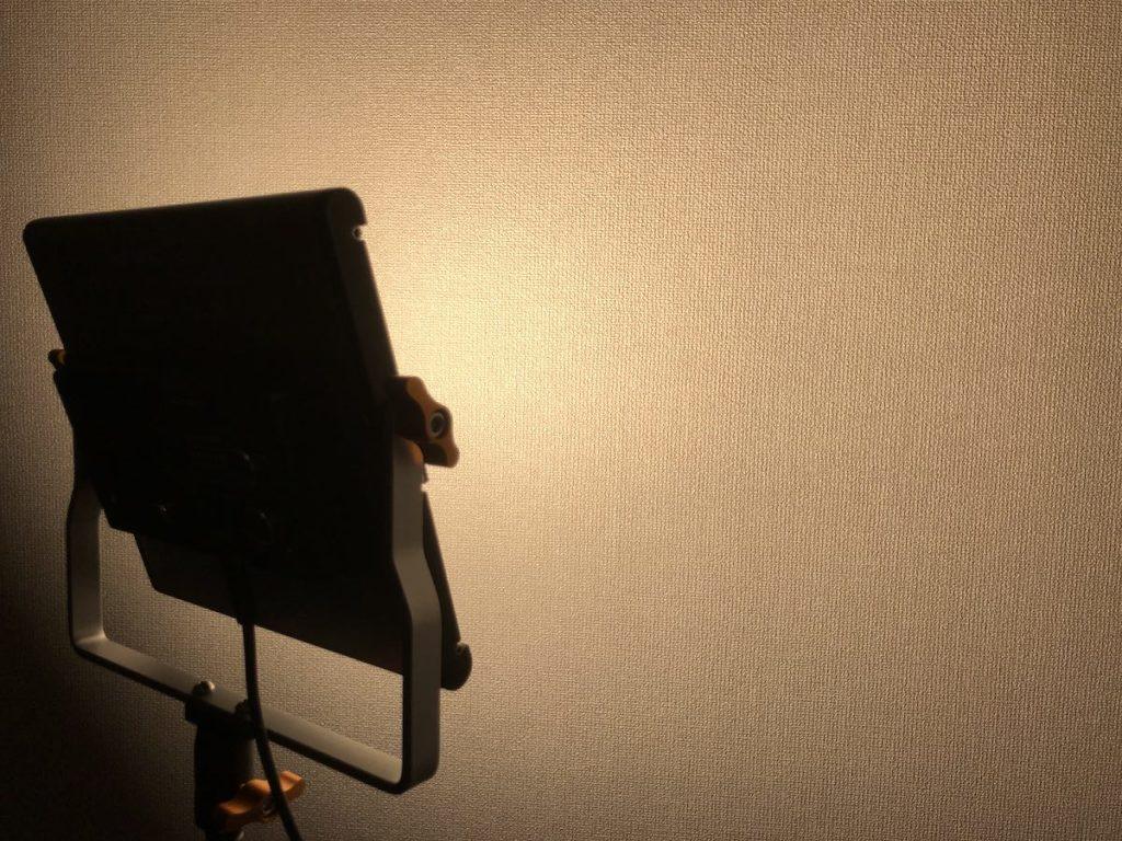 NEEWER 480 LEDビデオライト 点灯 黄色100%