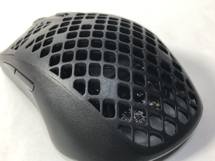 SteelSeries Aerox3 Wireless ハニカム構造